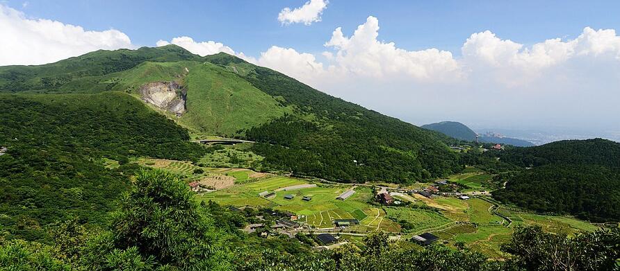 陽明山・水尾巴拉卡步道|柳暗花明又一村的綠色隧道,遠眺山區大景
