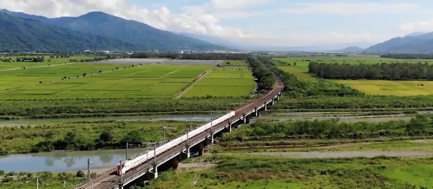 在山谷與稻浪之間的天空車站——「富里車站」壯麗花蓮景點!鐵道與自然結合的「大地穀倉」(影片)