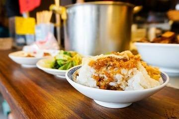 宜蘭.小吃|金澤魯肉飯:大口扒飯才是人生的療癒滋味