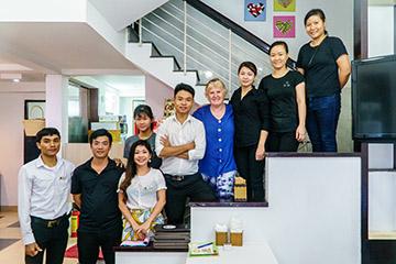 越南峴港|溫暖你心的「Happy Heart Cafe」,提供素食菜單換口味