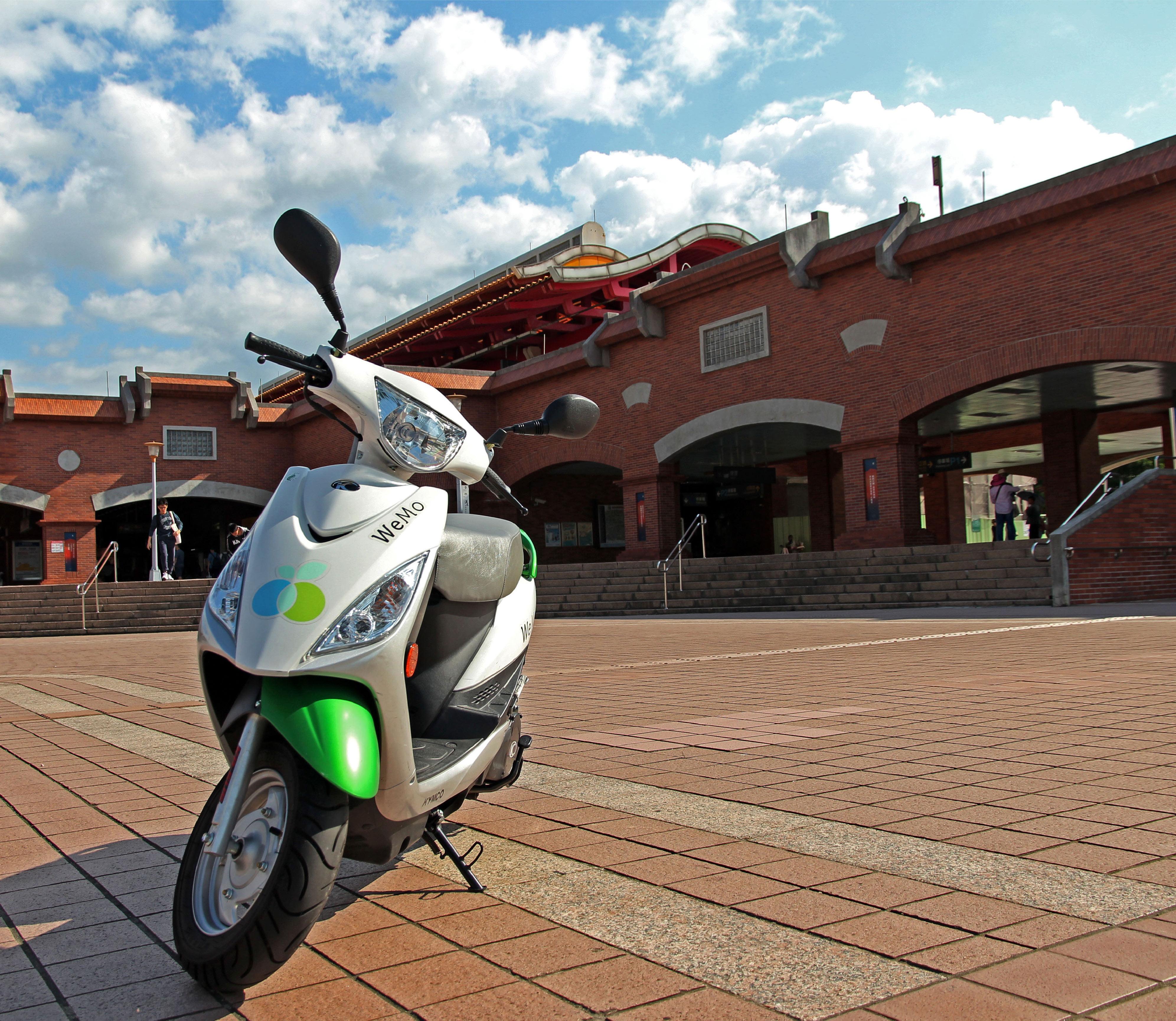 WeMo Scooter 進駐淡水觀光區,用共享電動機車深度玩紅毛城、漁人碼頭各景點