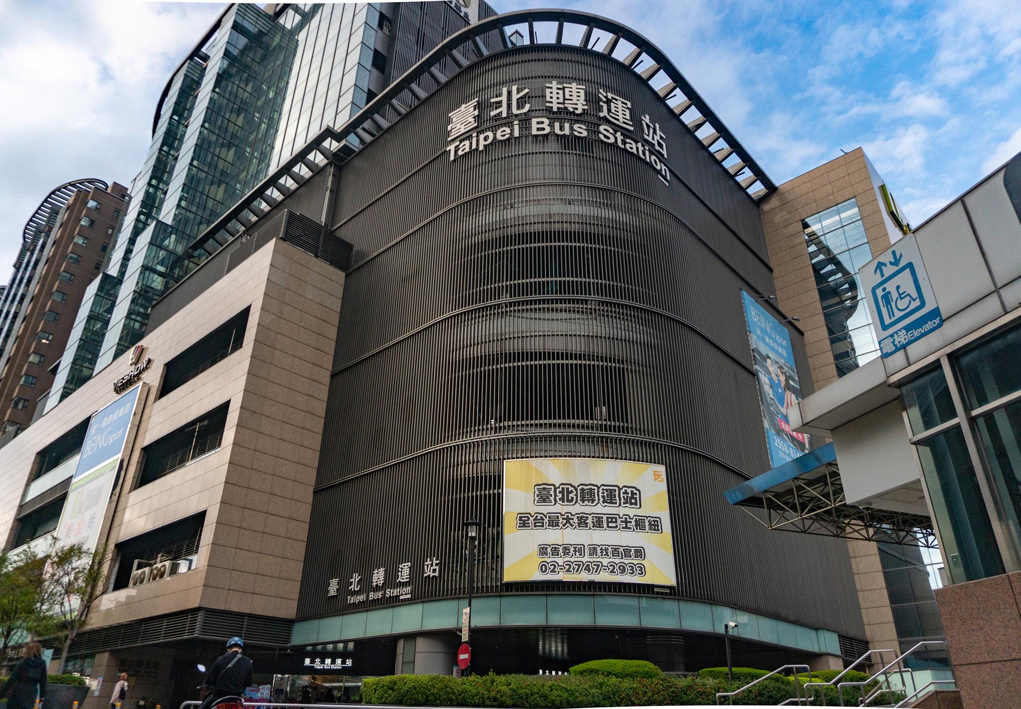 【2021 台北車站交通攻略】從台北車站到台北轉運站搭客運的走法,拖行李也沒問題!