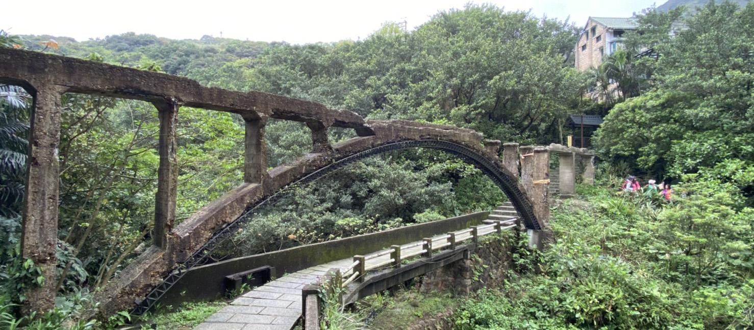 新北・瑞芳|運水的記憶,全台絕無僅有的三層橋--摸乳巷、石頭公園、山尖路觀光步道一日行程