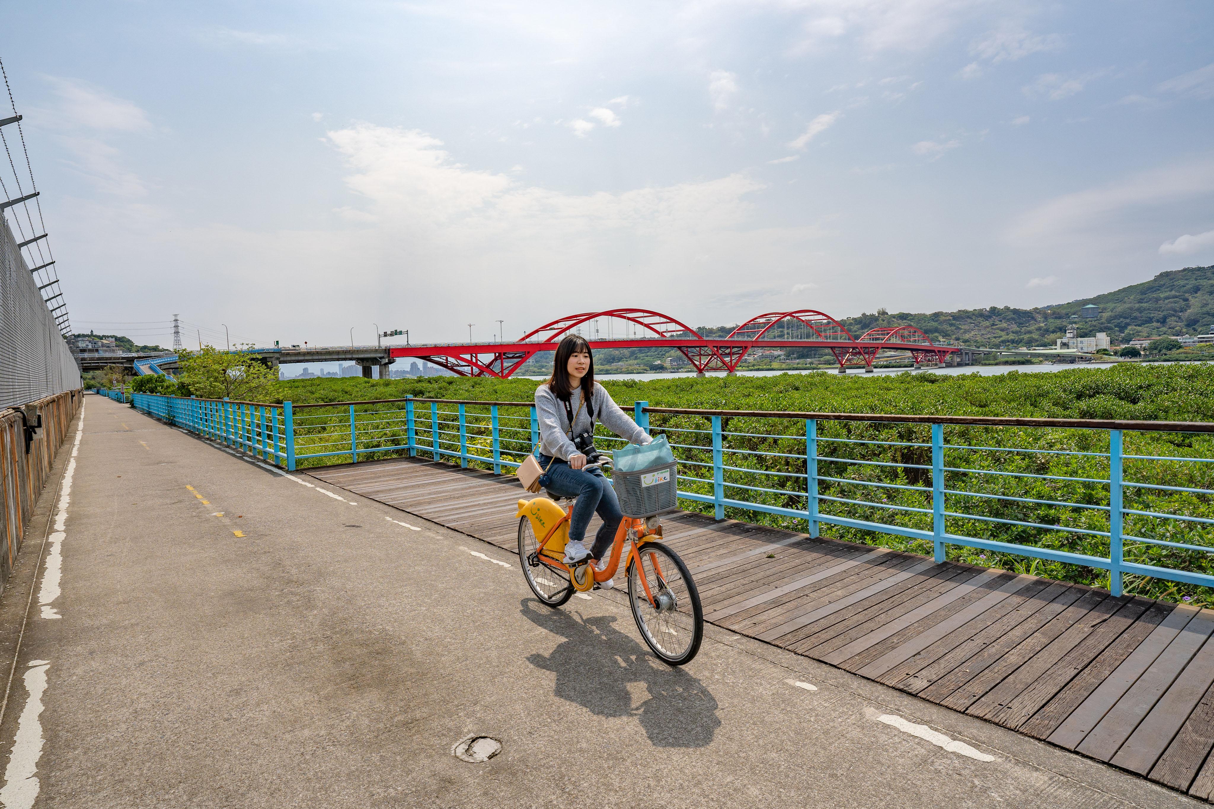新北・金色水岸自行車道|沿河看海自行車,關渡到淡水一日漫遊,吃道地街頭小吃