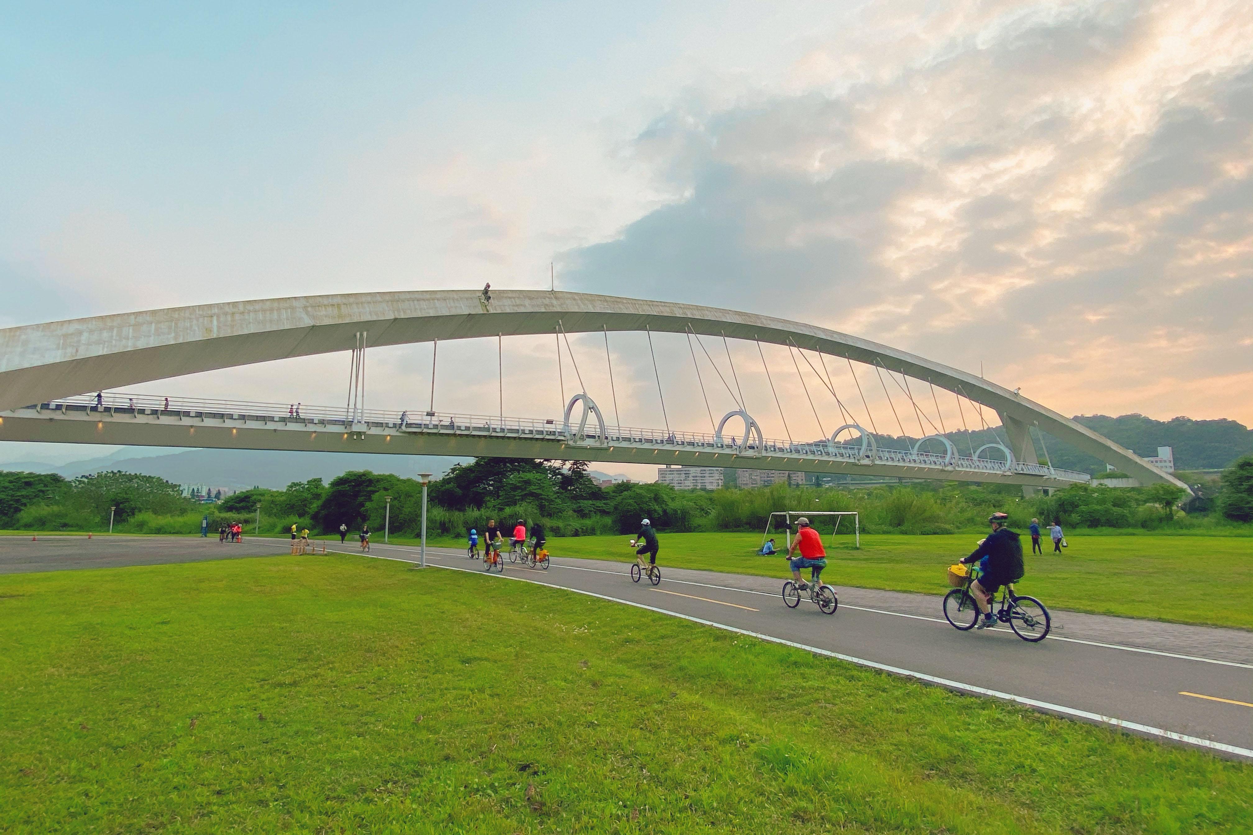 台北、新北・景美新店|市區也有青山綠水「景美溪左岸自行車道」,可搭捷運玩的半日遊行程
