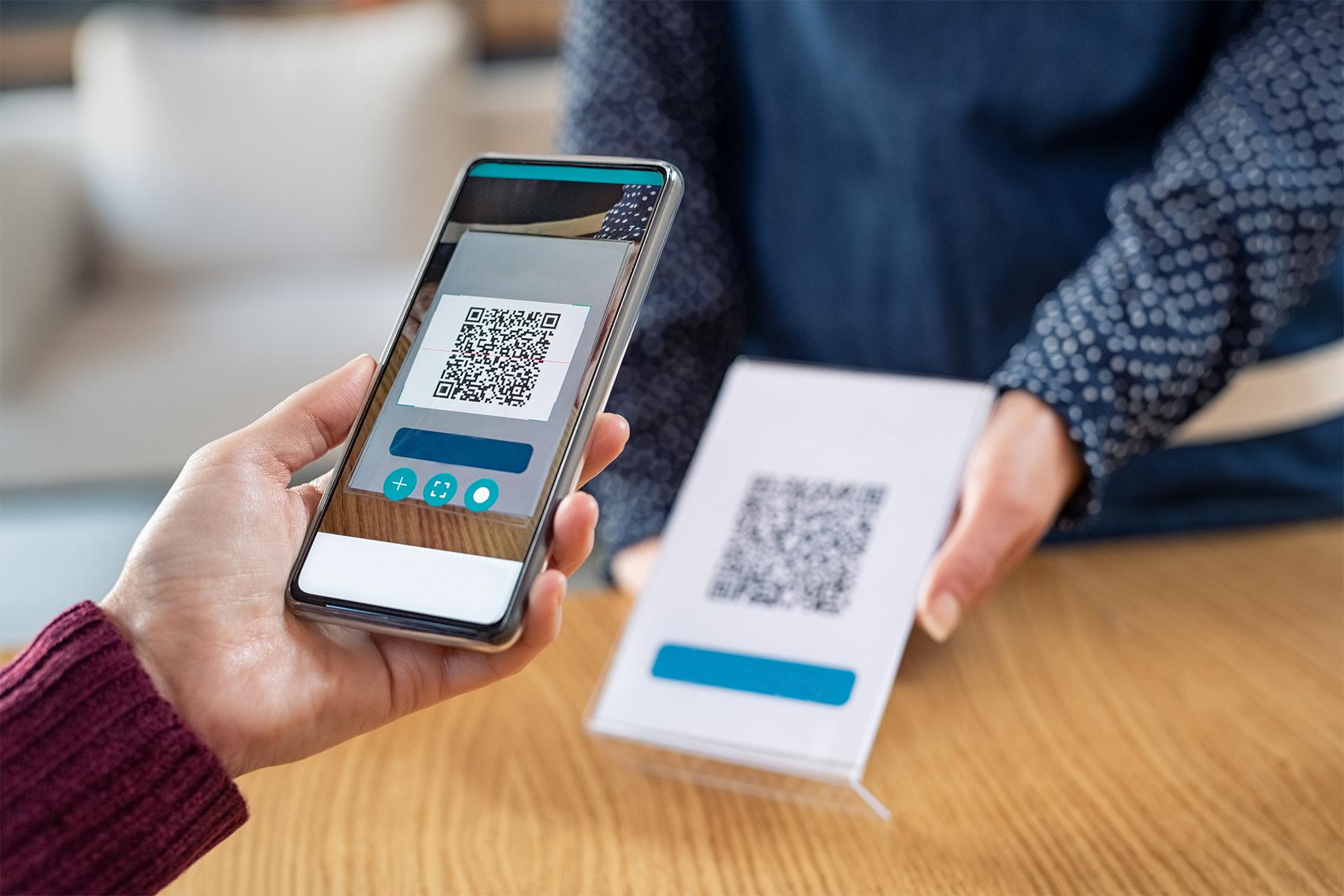 全國通用「簡訊實聯制」怎麼用?到台鐵、高鐵、麥當勞掃描 QR code 後免填資料,方便又快速!